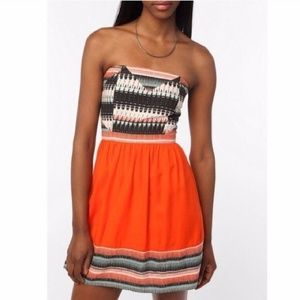 UO silence + noise Aztec Print Strapless Dress